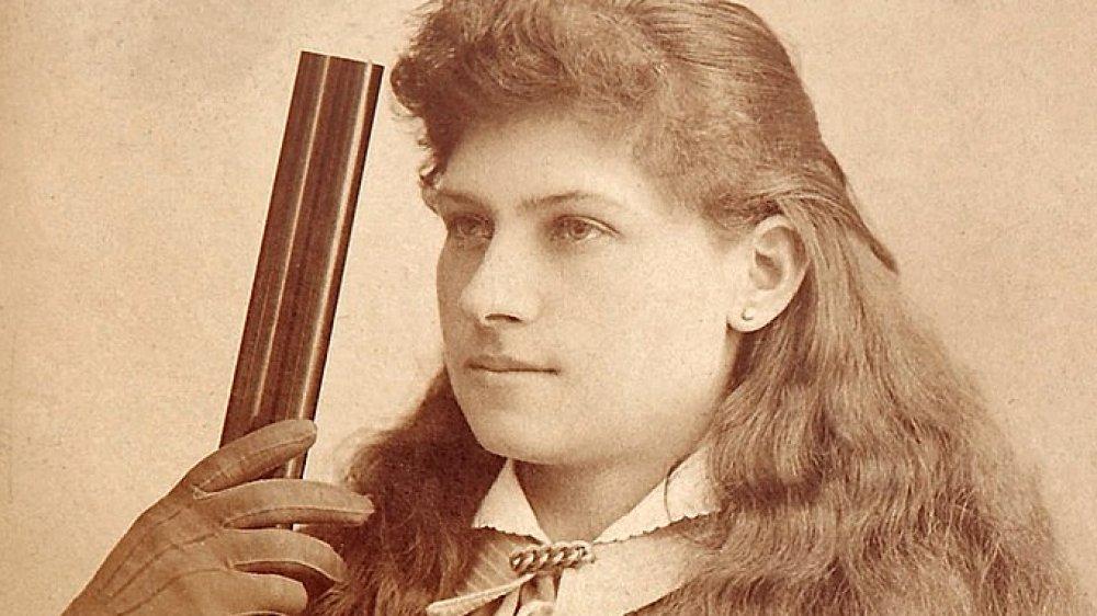 Annie Oakley holding rifle