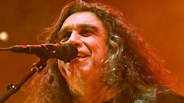 Tom Araya singing