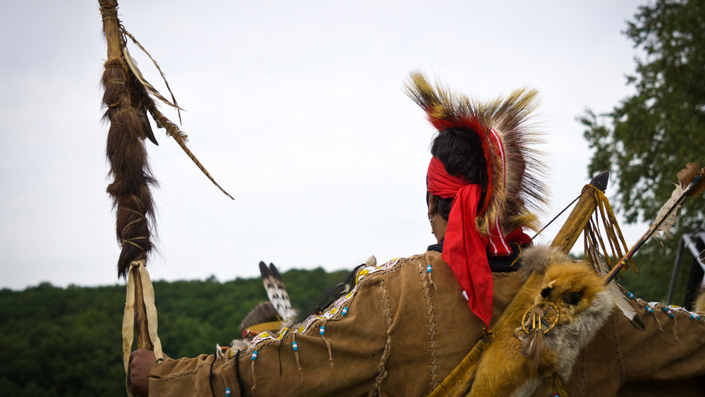 wampanoag circle dancer with arms out