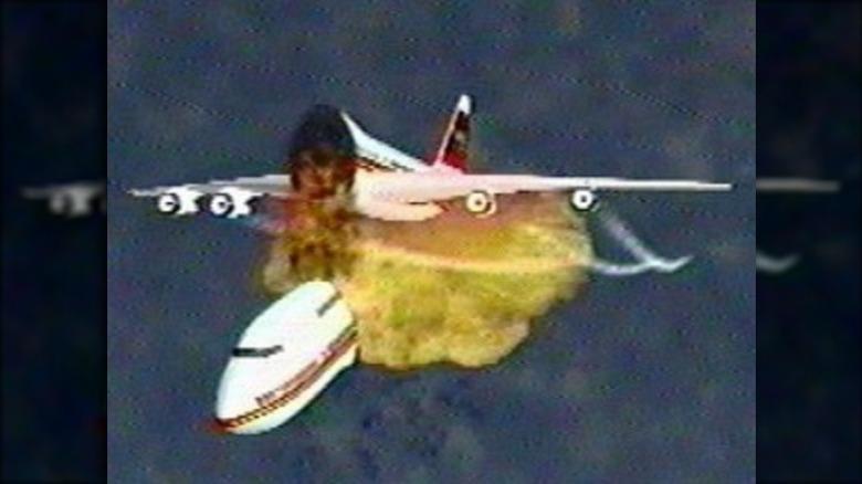 Recreation of the TWA Flight 800 explosion
