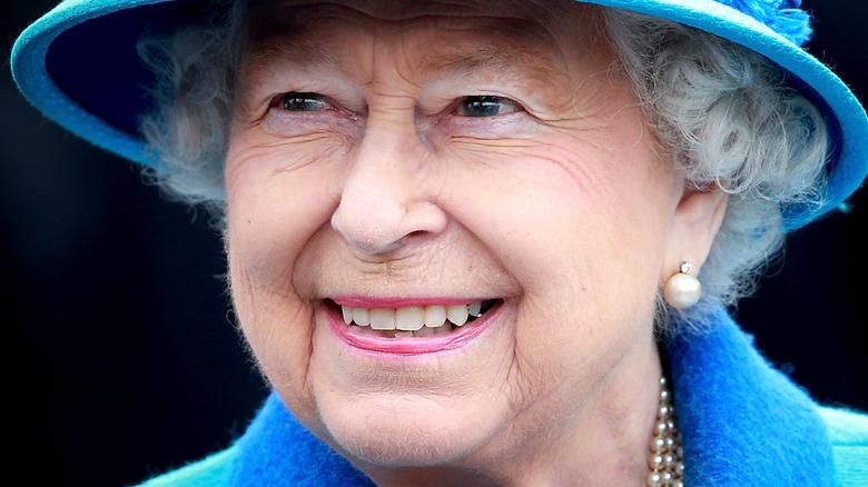 queen elizabeth in blue