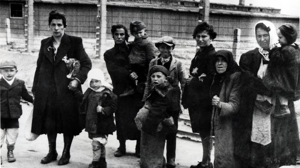 Jewish women in Auschwitz