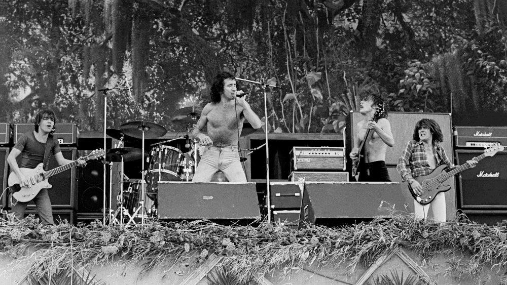 AC/DC Performing