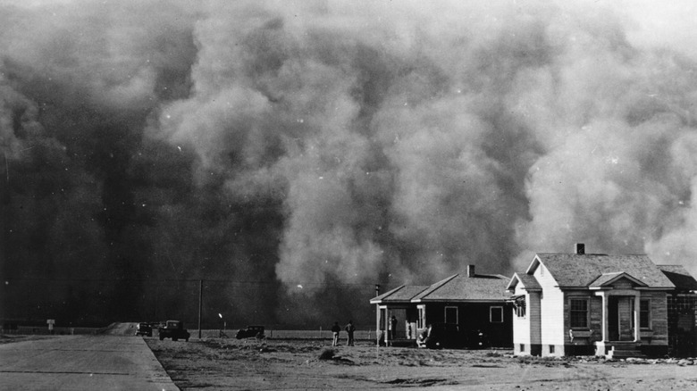 Oncoming dust storm black sunday