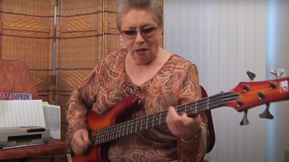 Carol Kaye playing bass