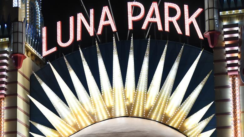 Luna Park neon sign