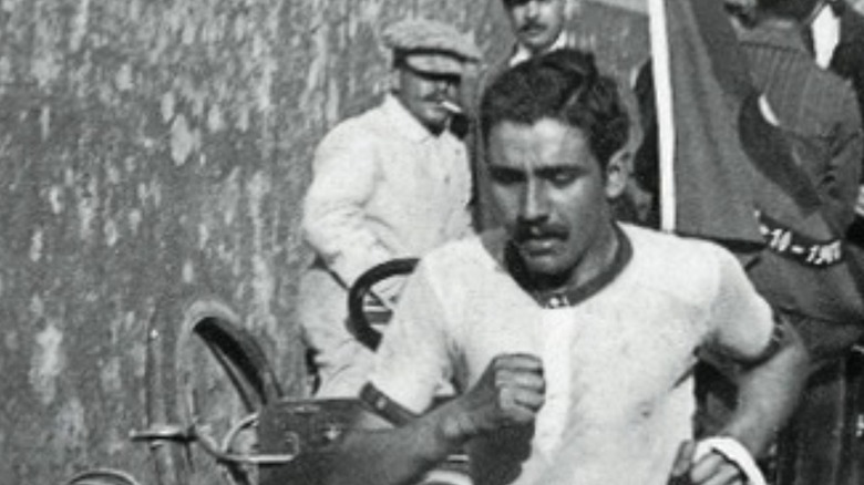 Francisco Lázaro running