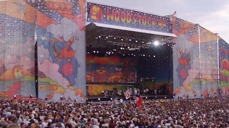 Woodstock 99 crowd