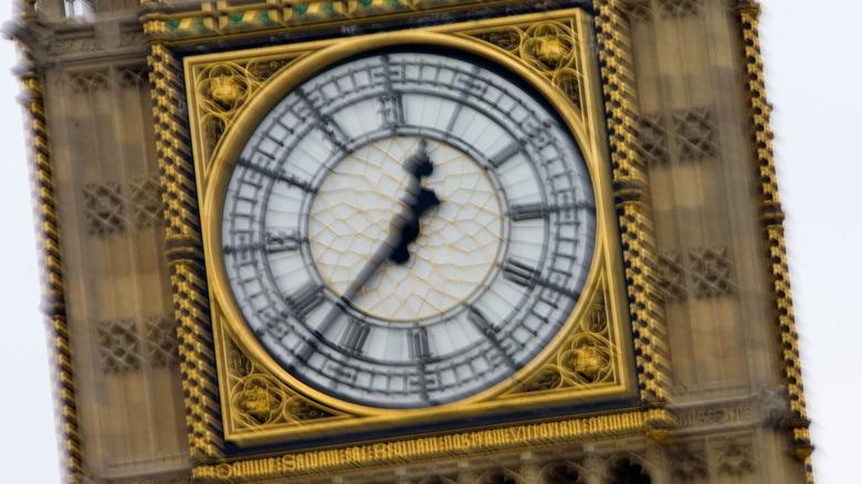 Big Ben spinning