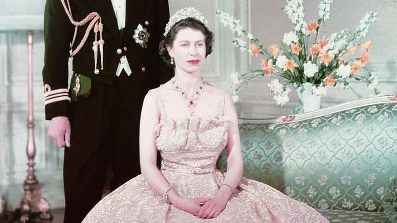 Cropped photo of Elizabeth II in 1950