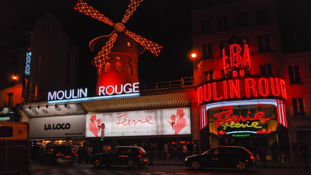 https://creativecommons.org/licenses/by/2.0/ The Moulin Rouge at night, 2007, cropped
