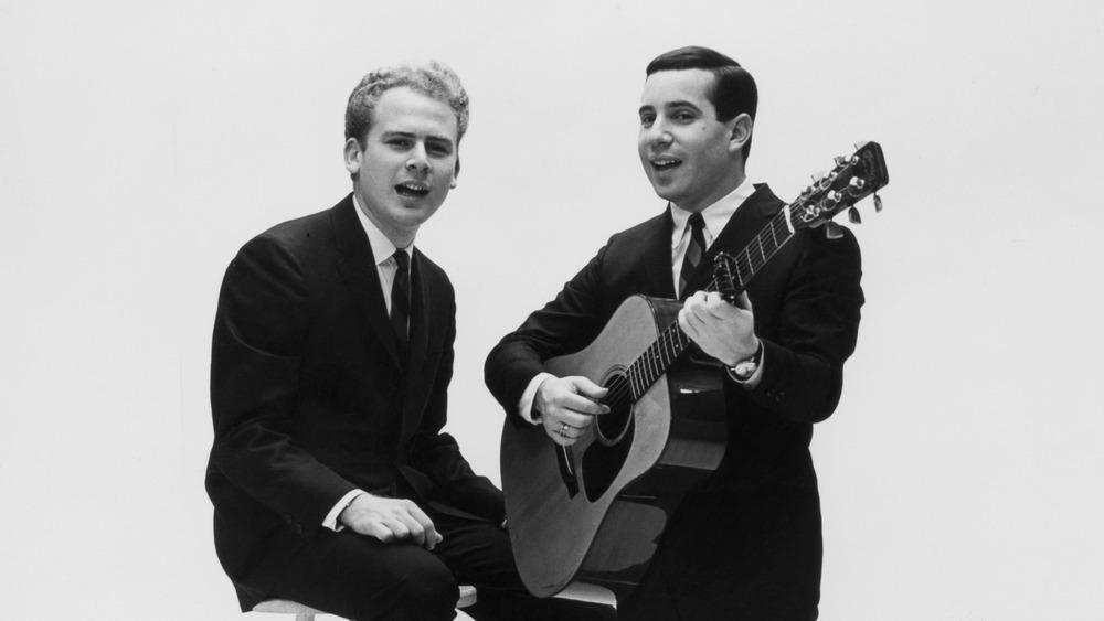 Young Simon and Garfunkel performing
