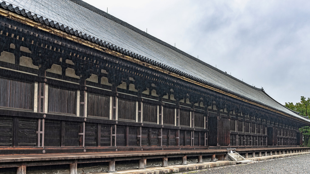 A photo of the temple at Sanjusangen-do