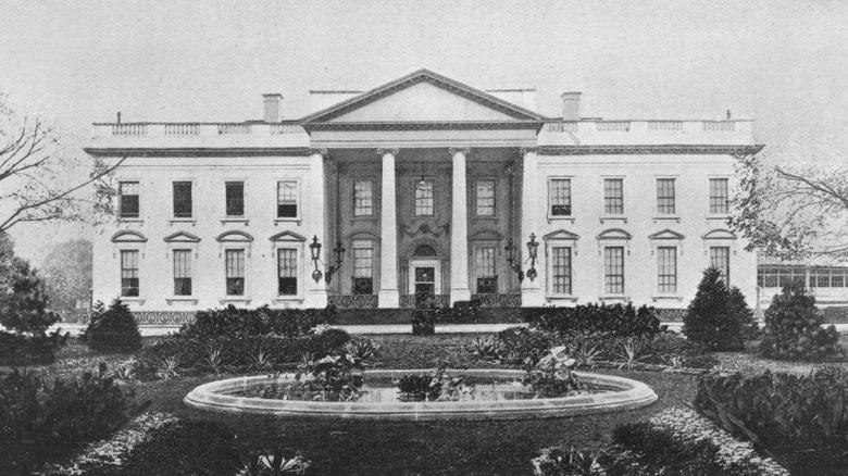 facade of White House