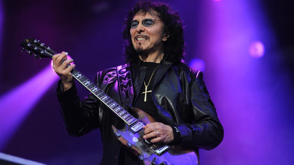 Tony Iommi playing guitar, 2009
