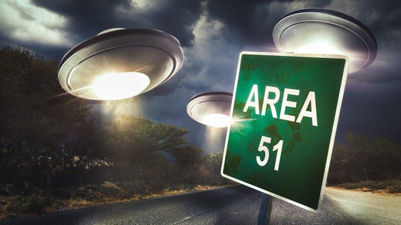 Area 51, Aliens, Naruto run
