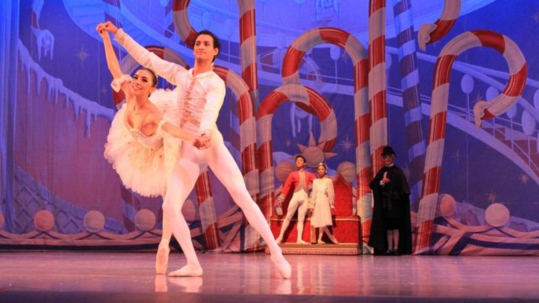 ballet dancers on stage doing pas de deux