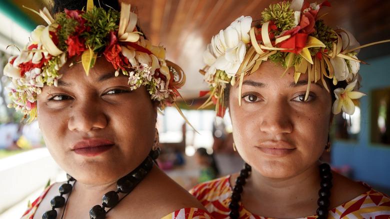 Tuvalu women headdresses