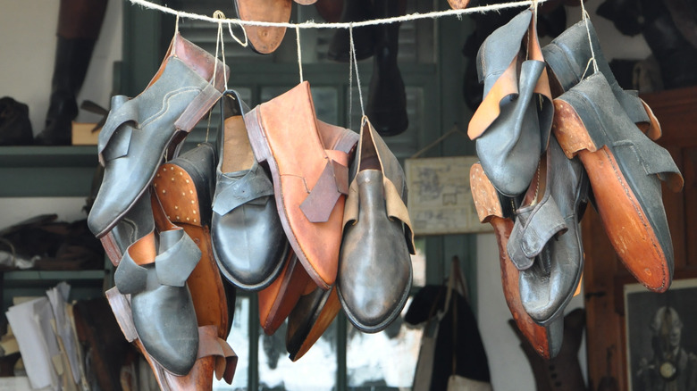 Colonial Williamsburg shoemaking shop