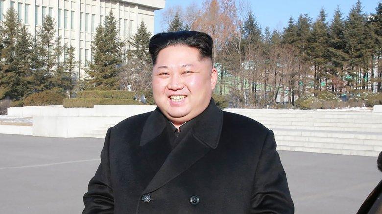 kim jong un smiling