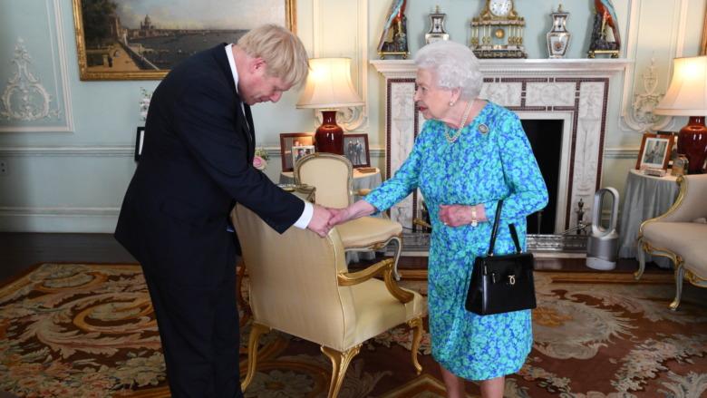 Борис Джонсон и королева Елизавета
