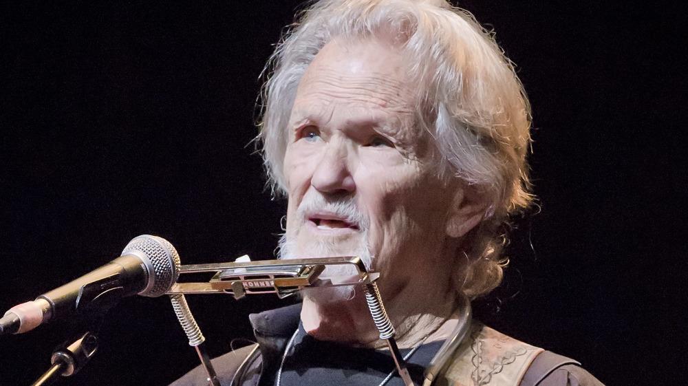 Kris Kristofferson singing on stage
