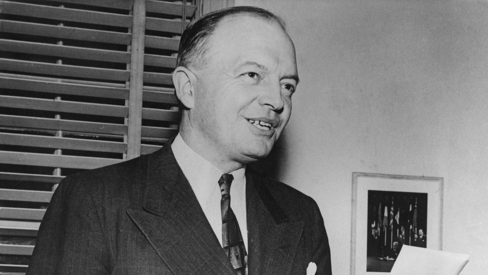 Harold Stassen announcing his candidacy for presidency in 1947