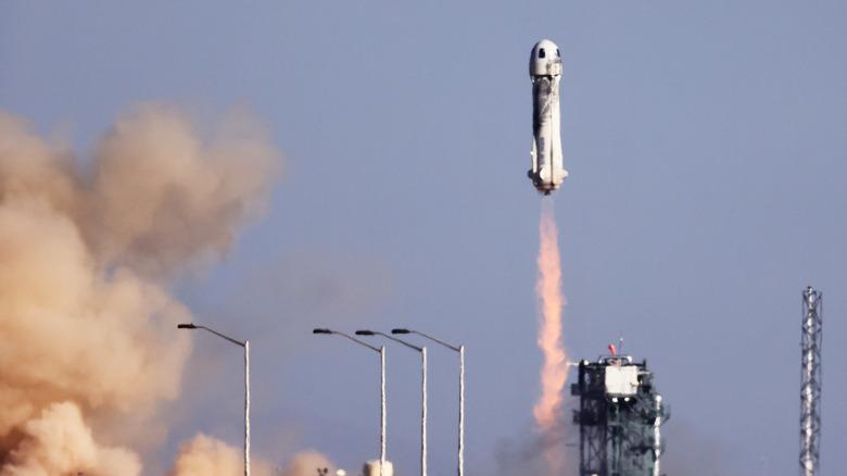 Blue Origin shuttle blasting off