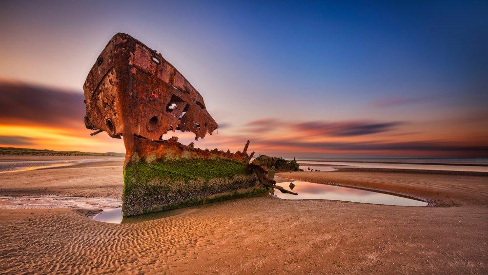 A shipwrecked boat